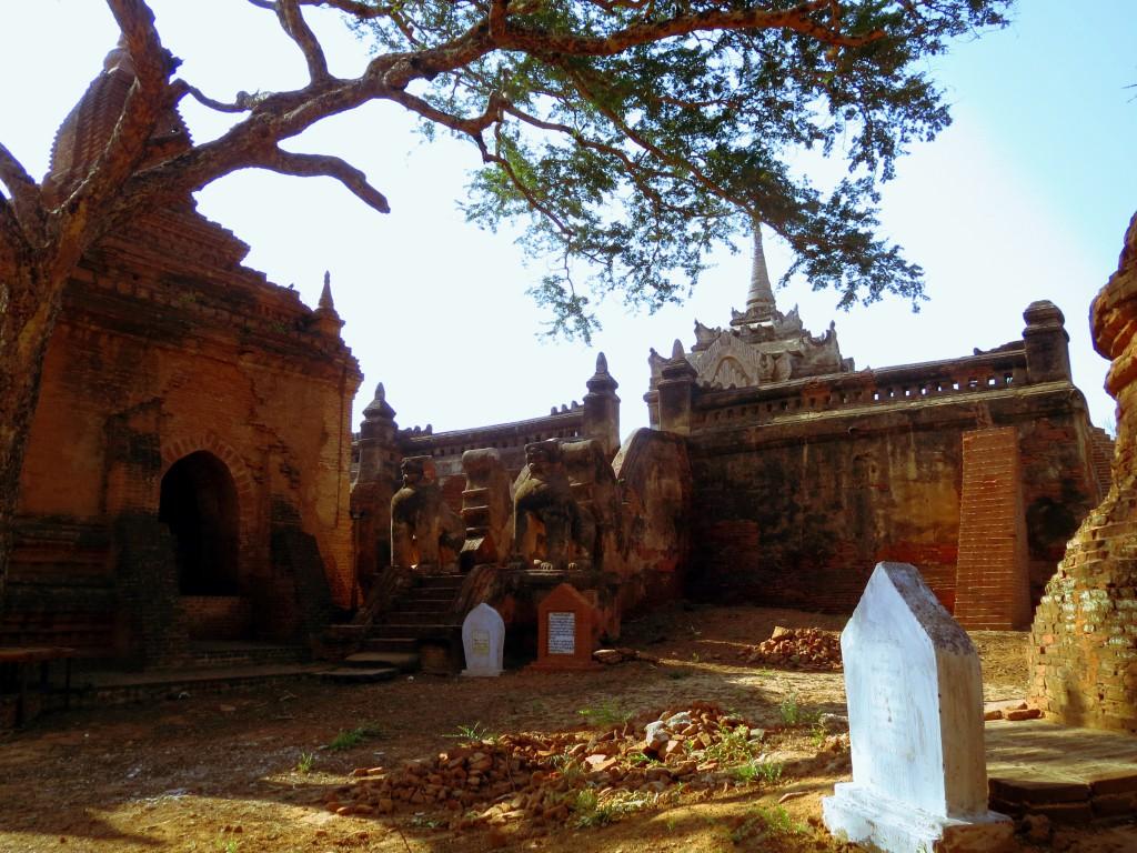 Einer der über 2000 Tempel von Bagan.